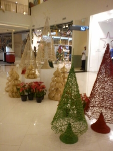 T'nalak is a shop on Abreeza that sells different stuff made of abaca and other materials found in Mindanao.  These Christmas Trees here are example of their products.